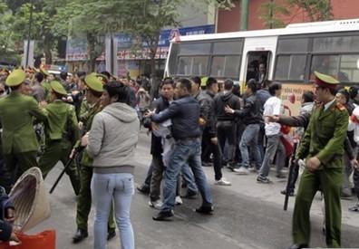 越南爆发反华游行 示威者就南海妄加指责中国