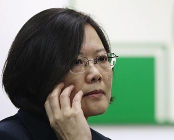 """蔡英文含糊回应中冈复交 岛内忧""""外交雪崩"""""""