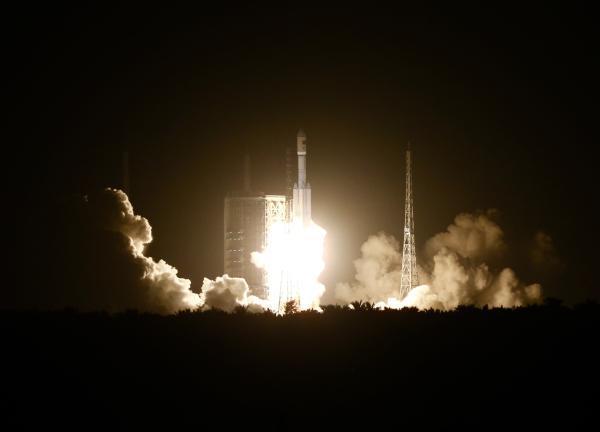 长征七号运载火箭在海南文昌首飞发射升空