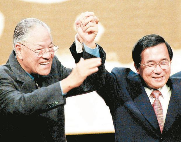 """李登辉被曝欲""""买""""诺贝尔和平奖 被陈水扁嘲笑"""