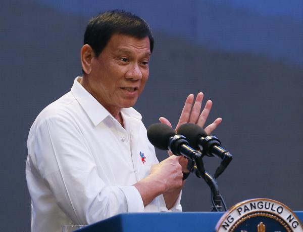 菲总统访日本前态度急转:迟早要和中国谈南海