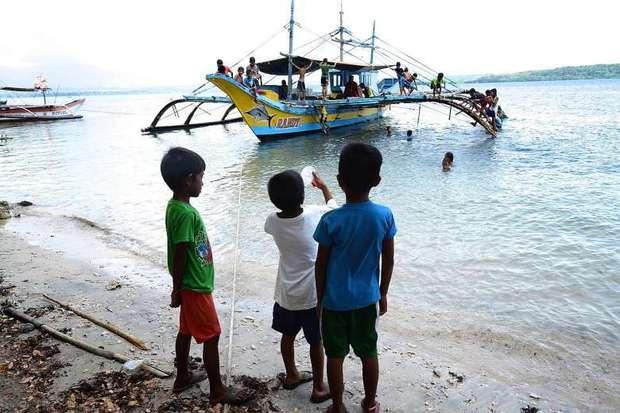 菲渔民重返黄岩岛捕鱼 菲方:3天未见中国海警船