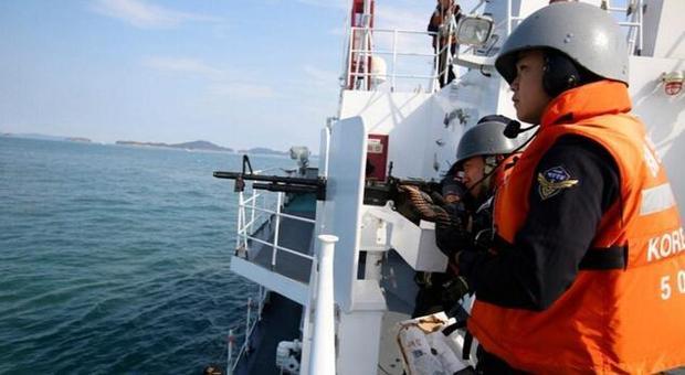 韩海警发布《武器使用指南》 允许先开火后报告