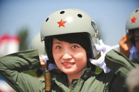 女飞行员余旭跳伞牺牲细节:弹射时撞僚机副翼