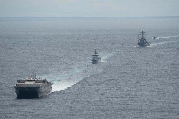 """特朗普""""炮轰""""中国南海政策:经我们允许了吗"""