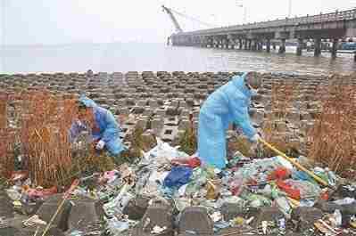 近3000吨垃圾被倒进长江 浙江警方抓获11人