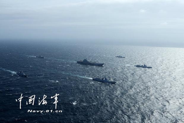 中国海军歼15首次在南海起降航母 飞遍四大海域