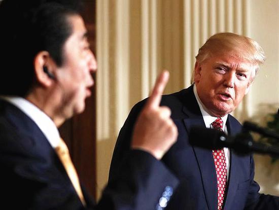 尴尬!特朗普不懂日语 听安倍演讲却不时点头微笑