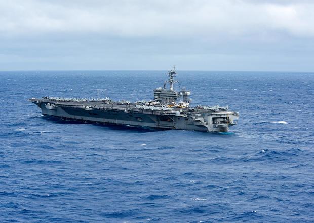 特朗普上任后美航母首次闯入南海 主力驱逐舰伴航