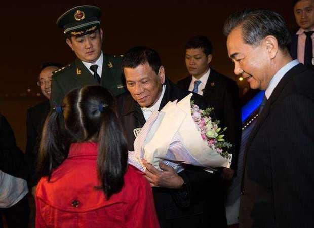 """杜特尔特邀请中国海军舰队访菲 将亲自""""登船"""""""