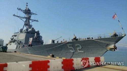 美军巴里号驱逐舰驶入釜山港 参加韩美联合军演