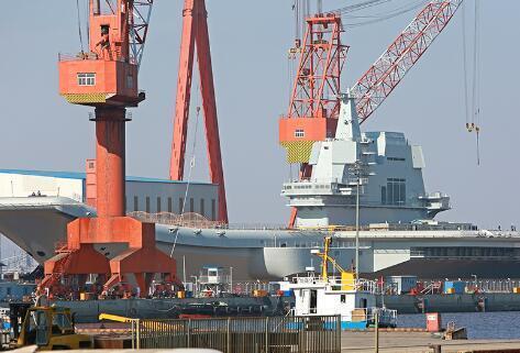 外媒:中国还不是航母强国 只能靠自己追赶美国