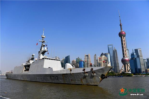 """法国海军""""库尔贝""""号护卫舰访问上海"""