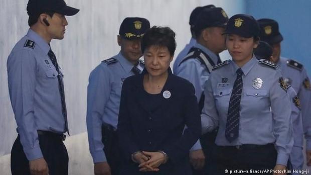 朴槿惠二次庭审6小时气氛缓和 崔顺实未出席 2017/05/26 07:31 中新网