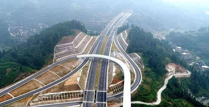 大陆官媒回复:如果中国有那么多钱给其他国家投资,那为什么不用这些钱来发展中国的贫困地区呢?