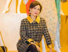 刘嘉玲换新发型,微卷短发搭配马赛克裙时髦减龄,美到认不出