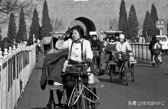 1985年,邓稼先因直肠癌住院,杨振宁开玩笑