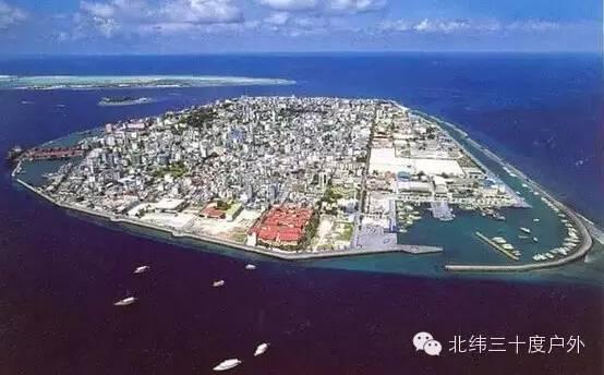 永暑岛的面积几乎是马累岛的