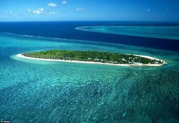 澳大利亚的大堡礁,长达2300千米,由数以千计的珊瑚礁和海洋生物