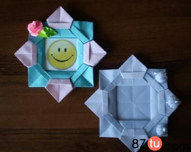 卡通的花朵相框折纸图解教程