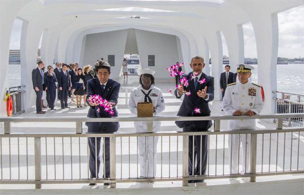 安倍访珍珠港却不道歉 中国:这一页翻不过去