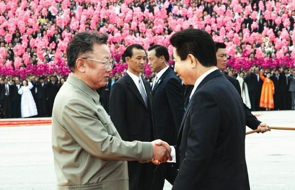 """韩国总统特使抵京 新""""四强外交""""危机重重"""