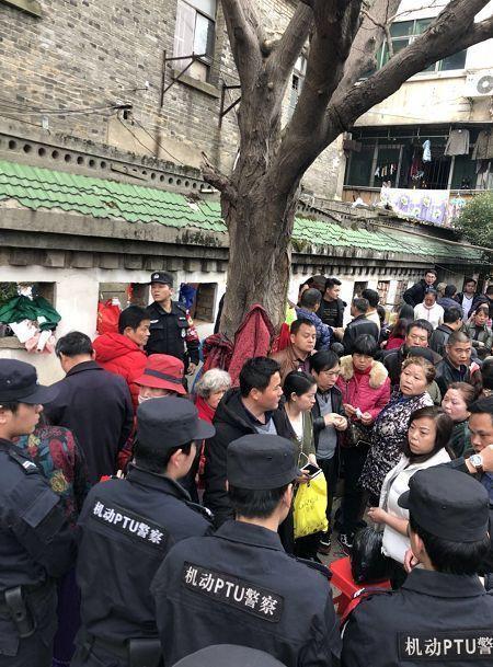 南昌出动80名警察将这里团团围住!现场抓了男男女女40多人