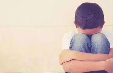 90后母亲虐打4岁儿子,生而不养不配为人父母