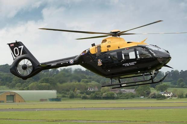H135这种轻型直升机,在紧急医疗救护和安全方面发挥着重要作用,是非常有效的且常常是唯一有效的交通工具。