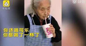 """神吐槽:撸猫、吃火锅、见网友……多少年轻人活得没有这些老奶奶""""时尚""""?"""