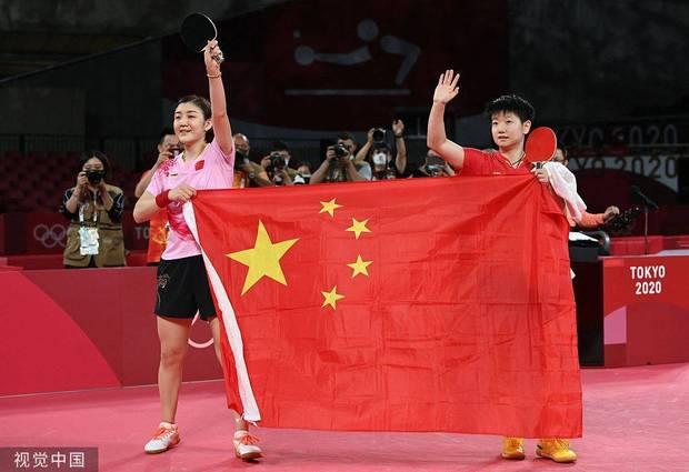 北京时间7月29日消息 东京奥运会乒乓球女子单打决赛在两位中国选手陈梦和孙颖莎之间展开,最终头号种子陈梦以4-2力克队友孙颖莎,夺得女单金牌,这也是她首次斩获大赛女单冠军。