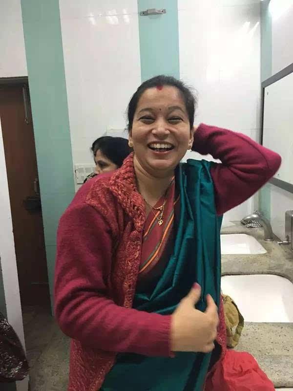 当然,这是比较传统的妇女,在今天,很多时尚的印度女孩还会用一些头发图片