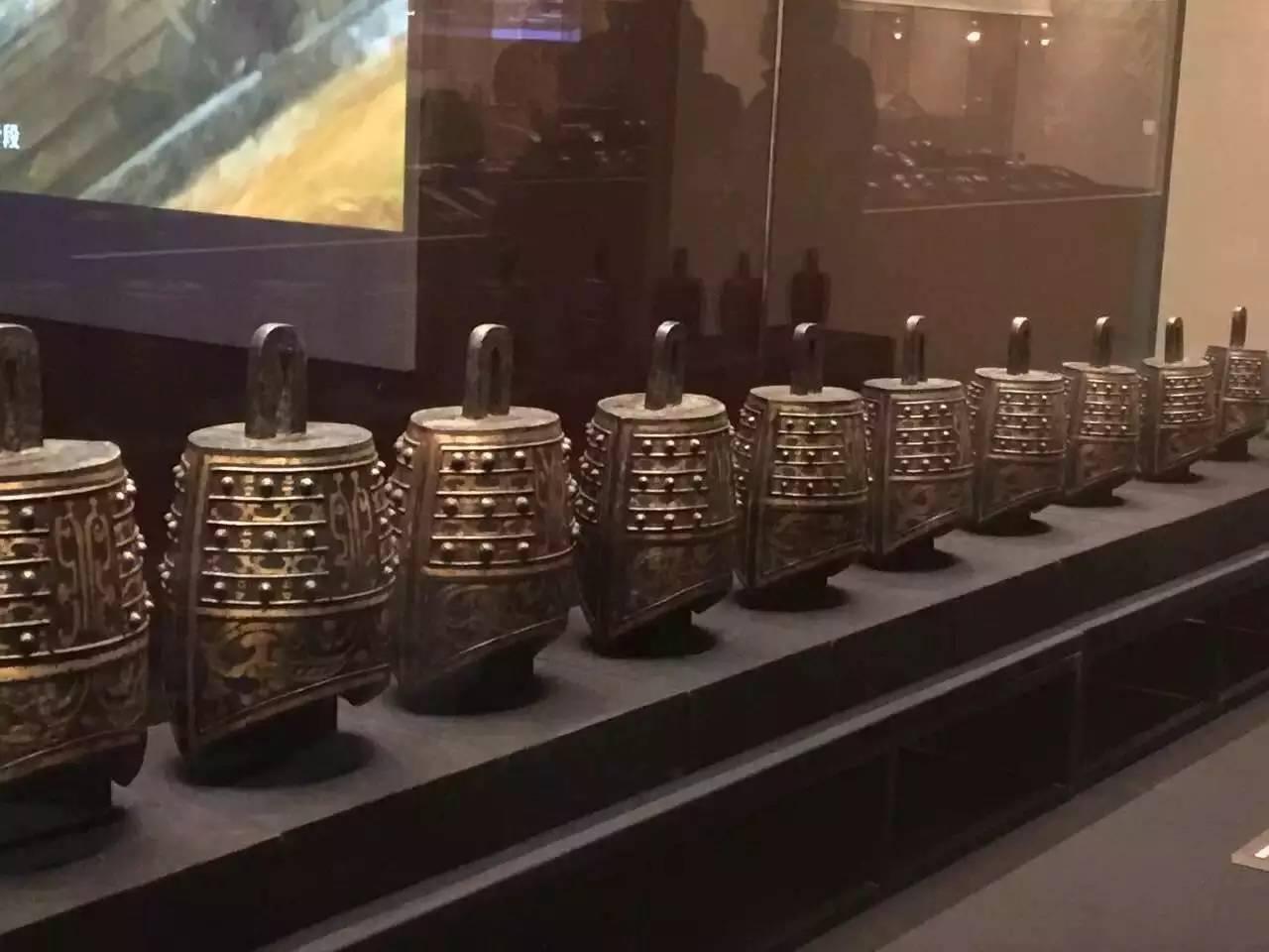 海昏侯墓里的整套乐器,包括编钟2套,编磬1套,完整的琴,瑟,排箫,形象再