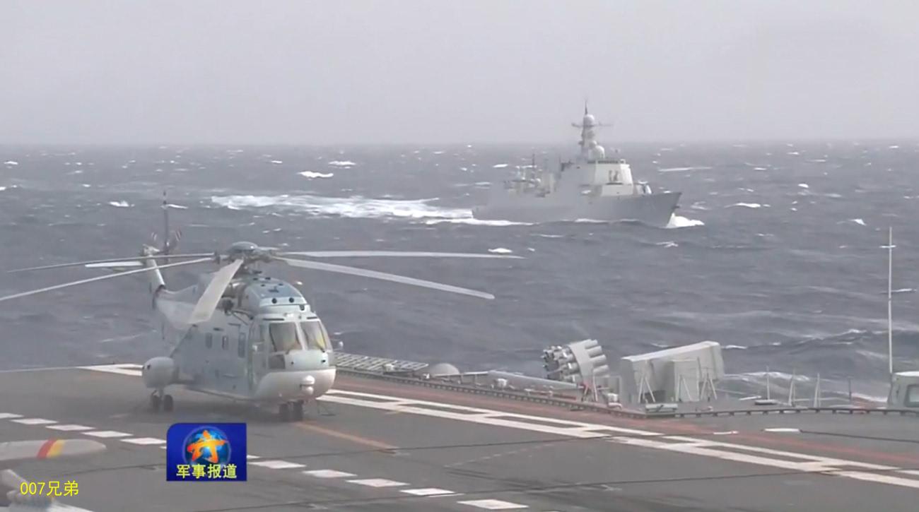 威武:中国航母编队远海航行照曝光