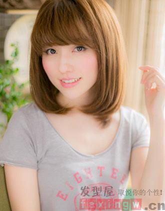 cn编辑:yuan 被关注:次 蓬松的内卷齐肩发设计,搭配上齐刘海,凸显出图片