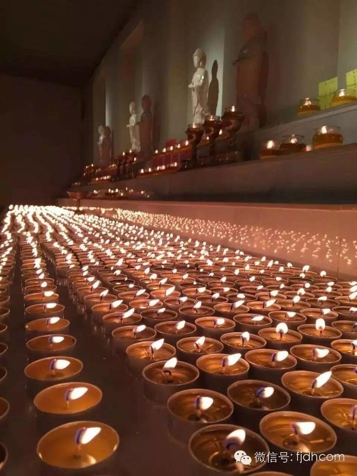 *北京五明堂灯院: 11月17日供4小时酥油灯2400盏,供24小时莲花灯108盏图片