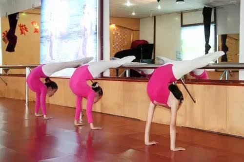 舞蹈压腿的正确方法图解