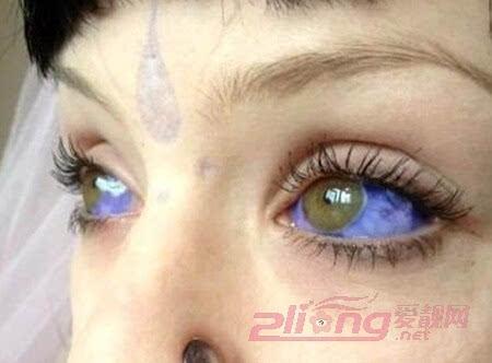 其它 正文  欧美帅哥也爱这款眼球纹身呢,而且是个性的蓝色眼球纹身