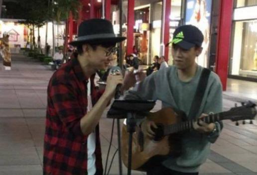林俊杰街头合唱