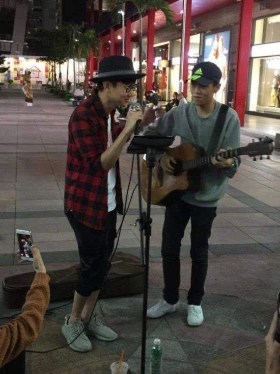 林俊杰与街头艺人合唱《江南》图片