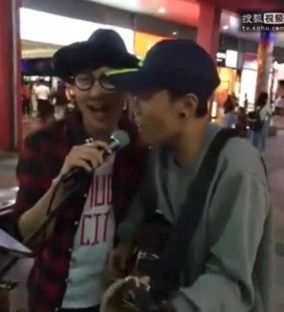 """林俊杰街头合唱 无""""街头艺人证""""疑违法图图片"""