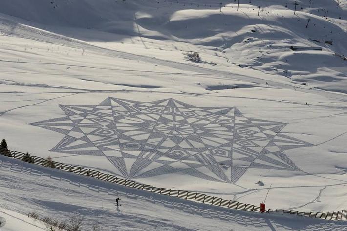 玩雪的最高境界:英国大叔雪地暴走3万米,踩出惊艳雪地画! - 一炮手 - 一炮手的杂志型编撰博客