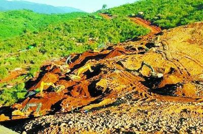 缅甸官方22日证实,缅甸北部克钦邦境内一处玉石矿发生山体滑坡,大量