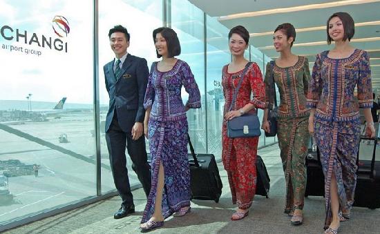 全球20家空姐风情大比拼 新加坡空姐最具风情