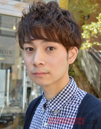 日系男生爱上但愿时尚发型v男生帅气短发烫发情a男生短发满分图片