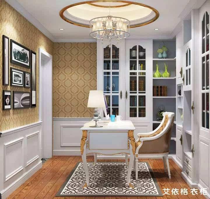 白色的凹凸裙墙和黄色的欧式花纹墙纸一起使用