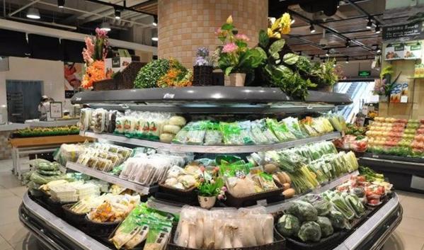 结球类与瓜类蔬菜分两边陈列,在货架上摆上些假体,可增减商品的丰盈度图片