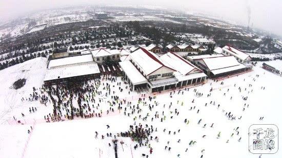 """冰雪运动正在南方""""升温"""":滑雪客流创记录 有企业改建雪场"""