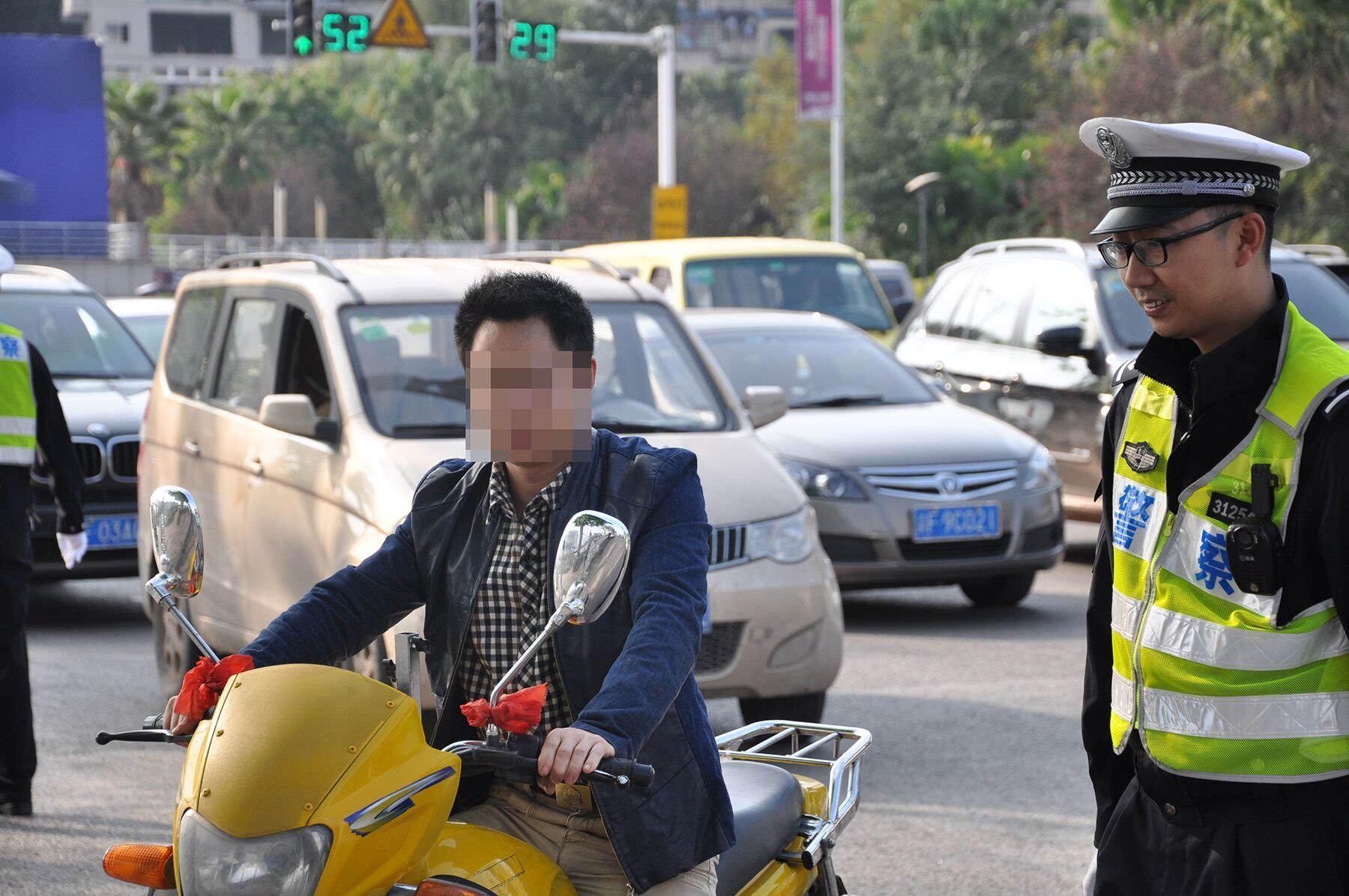 C1驾驶证在实习期 骑了一回摩托车 被注销了!