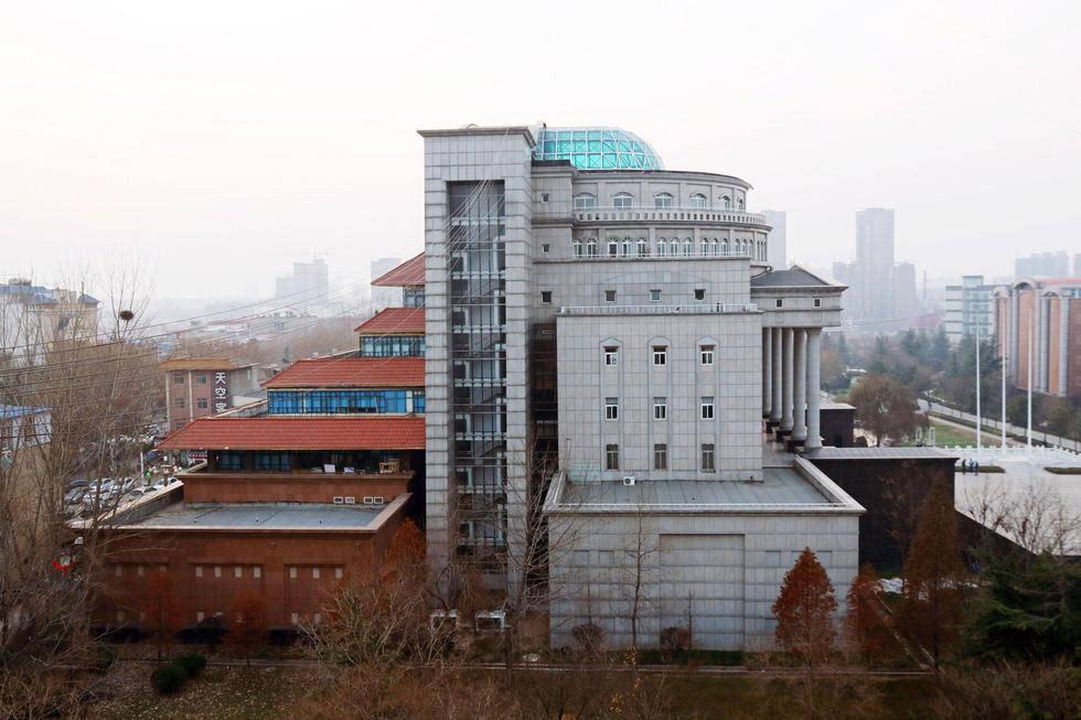该建筑北侧面为欧式风格